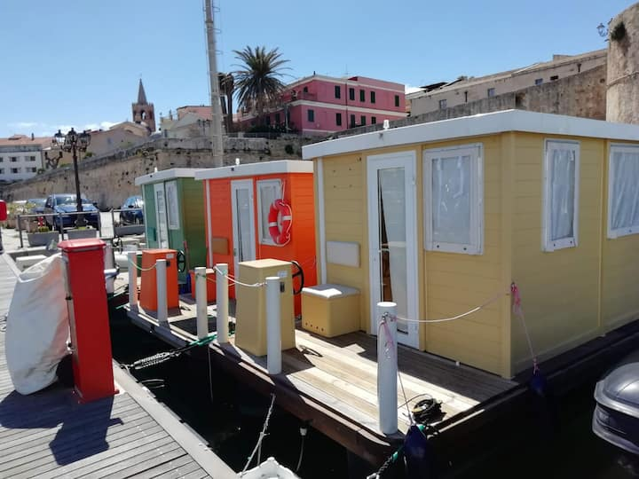 """Cozy house boat """"Alghero Verde"""" with Wi-Fi, Veranda and Rooftop Terrace"""