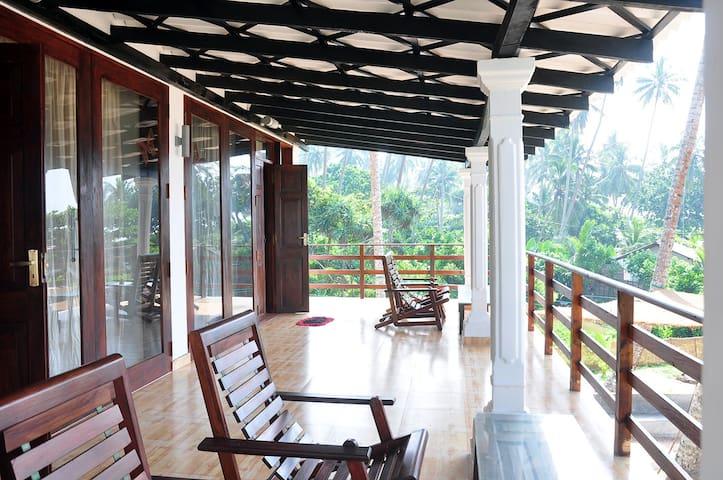 Cosy 4-bedroom villa on the beach - Ahungalla - Aamiaismajoitus