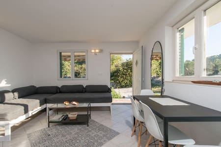 Vila Šime Two bedroom Apartment with terrace - Stomorska