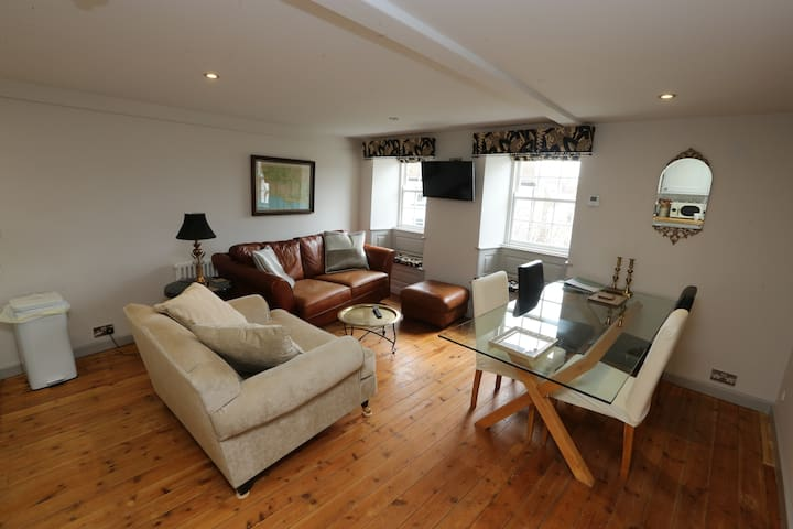 Earl of Feversham boutique apartment Lyme parking