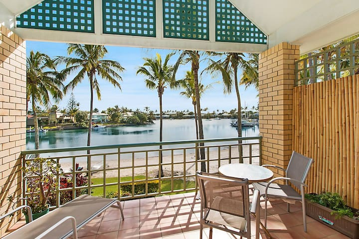 Coral Gate 40 - Absolute waterfront with your own private beach!