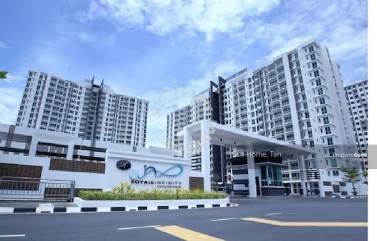 Luxury Condo, close to IKEA/D.Village, Batu Kawan