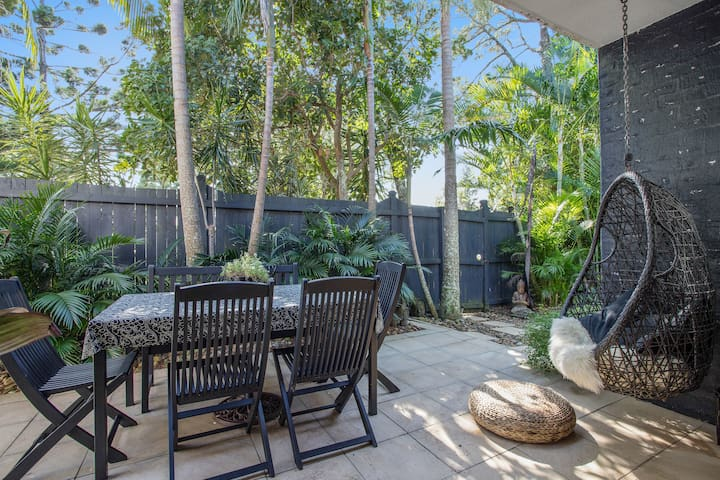 Tropical Oasis complete with Weber BBQ and daybed.  Out the back gate and you are on the beach in 2 mins!