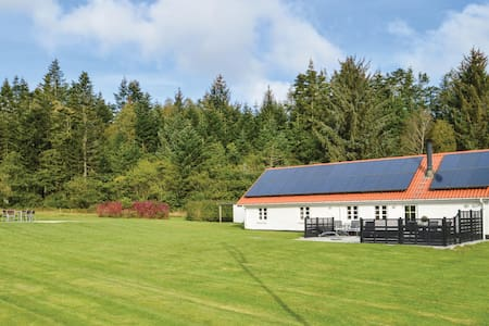 Holiday cottage with 3 bedrooms on 111m² in Brovst