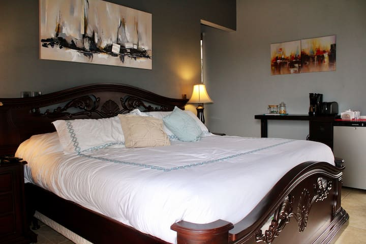 King size bed - Local Art decoration -