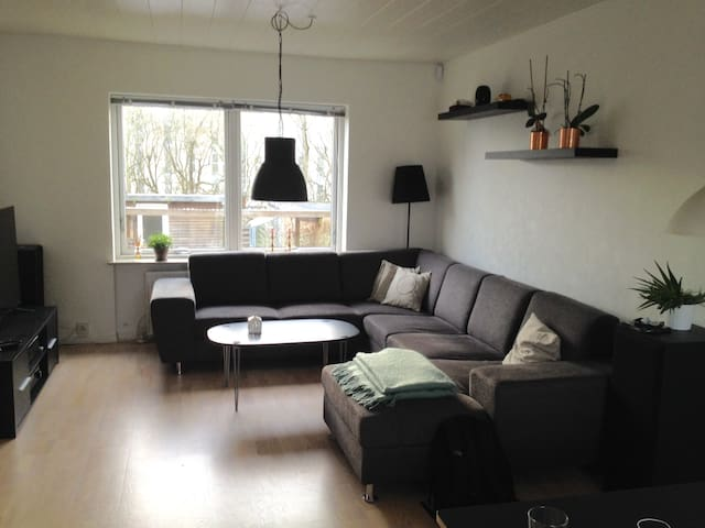 Lovely house with a small garden - Aarhus - Huis
