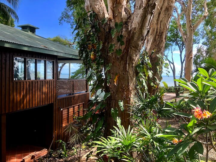 ❤️Paperbark Vista❤️ Absolute Beach Front Home!