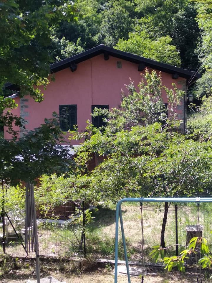 Casa indipendente in mezzo al verde in Val d'Aveto