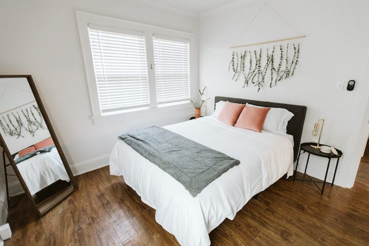 4 Bedroom & 2 Bath | 5 miles to Downtown | Parking