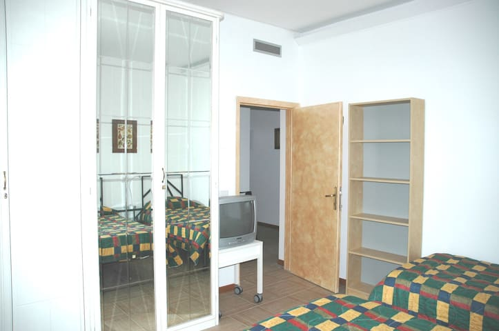 bedroom -n.3- 10 minutes from Siena center by bus