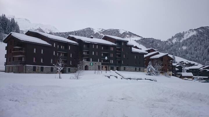 VALMOREL 4 personnes retour skis aux pieds