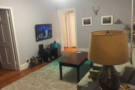 Spacious Two Bedroom- close to Subway - Queens