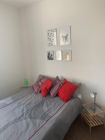 Bedroom Central London! Vintage flat.