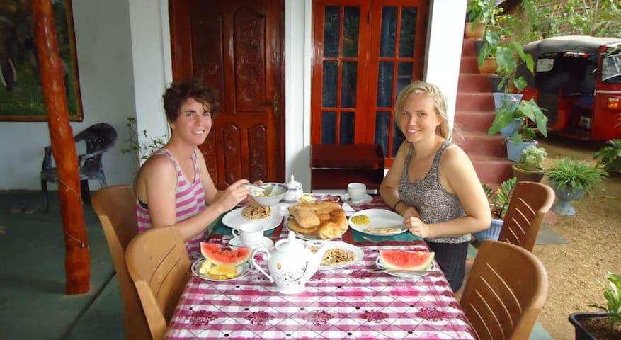 Tarushan Homestay - Sigiriya - Bed & Breakfast