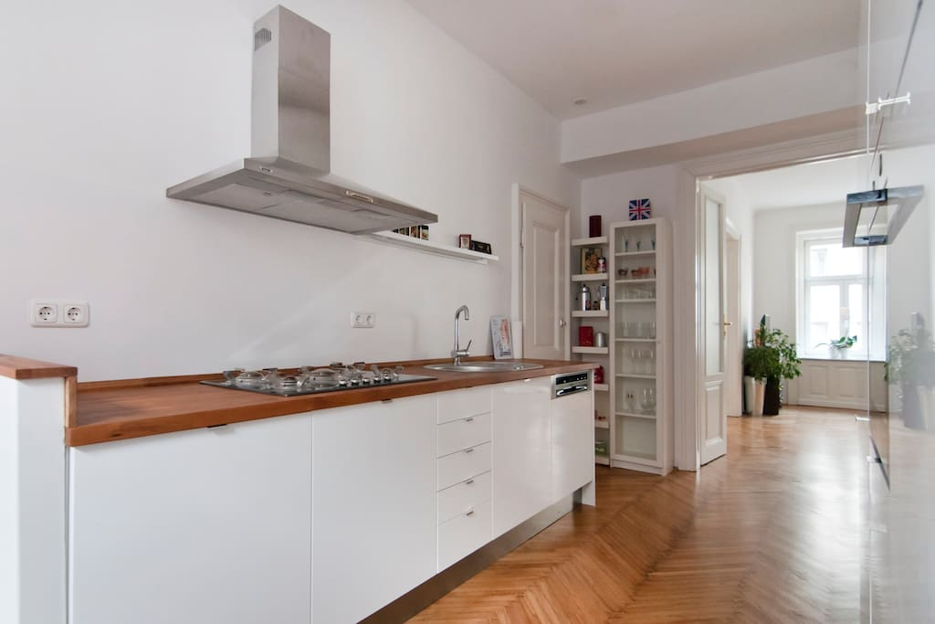 Well equipped kitchen - with Nespresso machine, dish washer, fridge with freezing compartment, oven, 5 cooking plates,