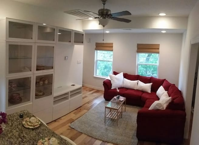 Beautiful Cosy home, attached garage, Heights, TX - Houston - House