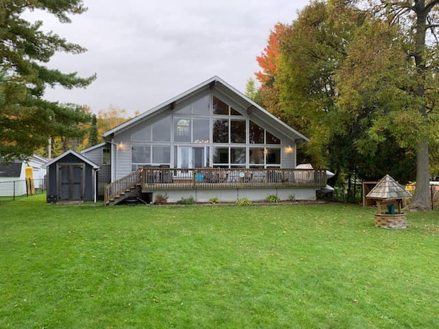 Crowe Lake Cottage With A View