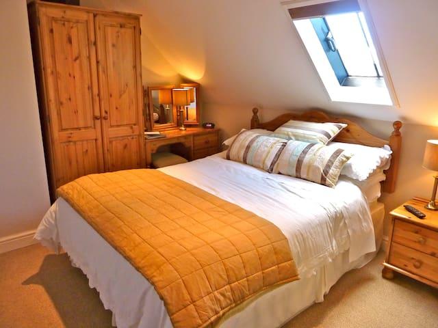 Beautiful En-suite 1st Floor Room 5 - Station Yd - Bed & Breakfast