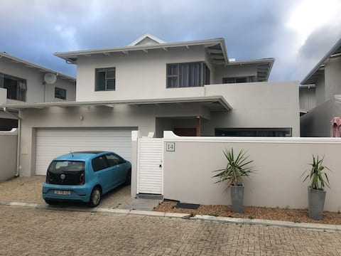 Modern 3 Bedroom Family Home in Security Complex