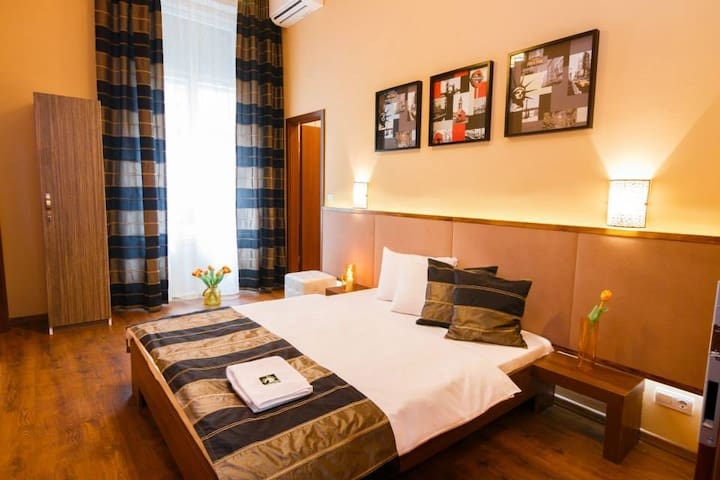 Double/twin room in the center of Budapest