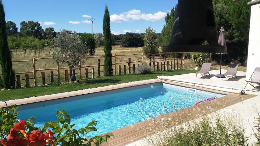 Beautiful villa, four bedrooms with pool nr. Uzes - La Capelle-et-Masmolene - House