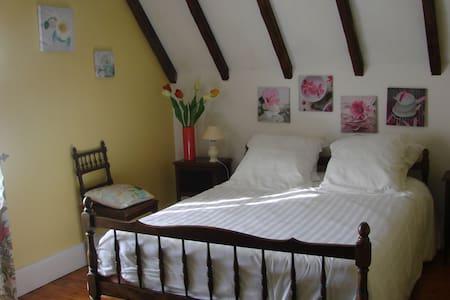 Les Loubejac chambre Fleur - Sauveterre-la-Lémance - Casa