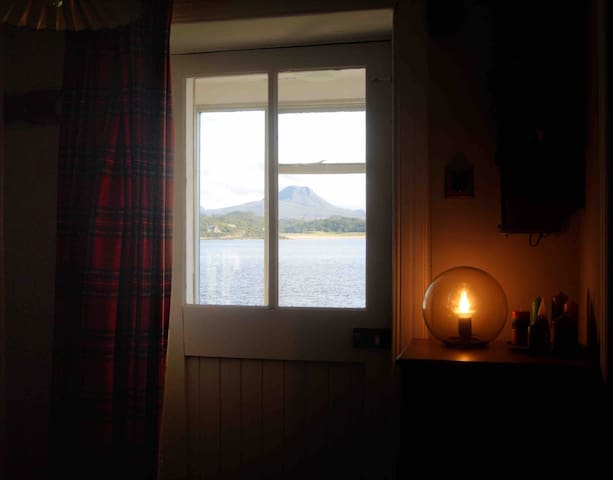 Spacious Loch View Double Room - Central Gairloch