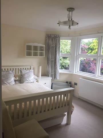 Rooms available for Wimbledon week. - Londen - Huis