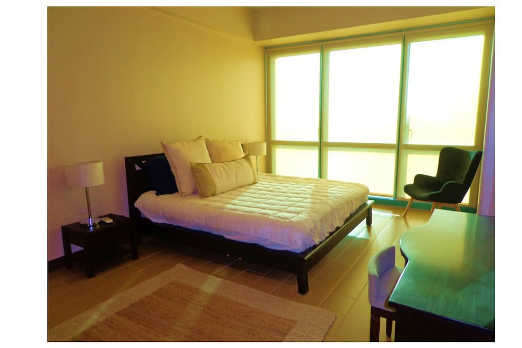 Spacious 2BR Condo in The Fort w/ Free WIFI, Cable TV, and parking