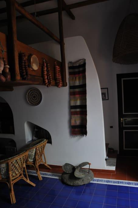 La camera e l'accesso al soppalco calpestabile