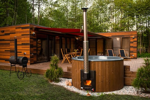 New house with large private yard, sauna & hot tub