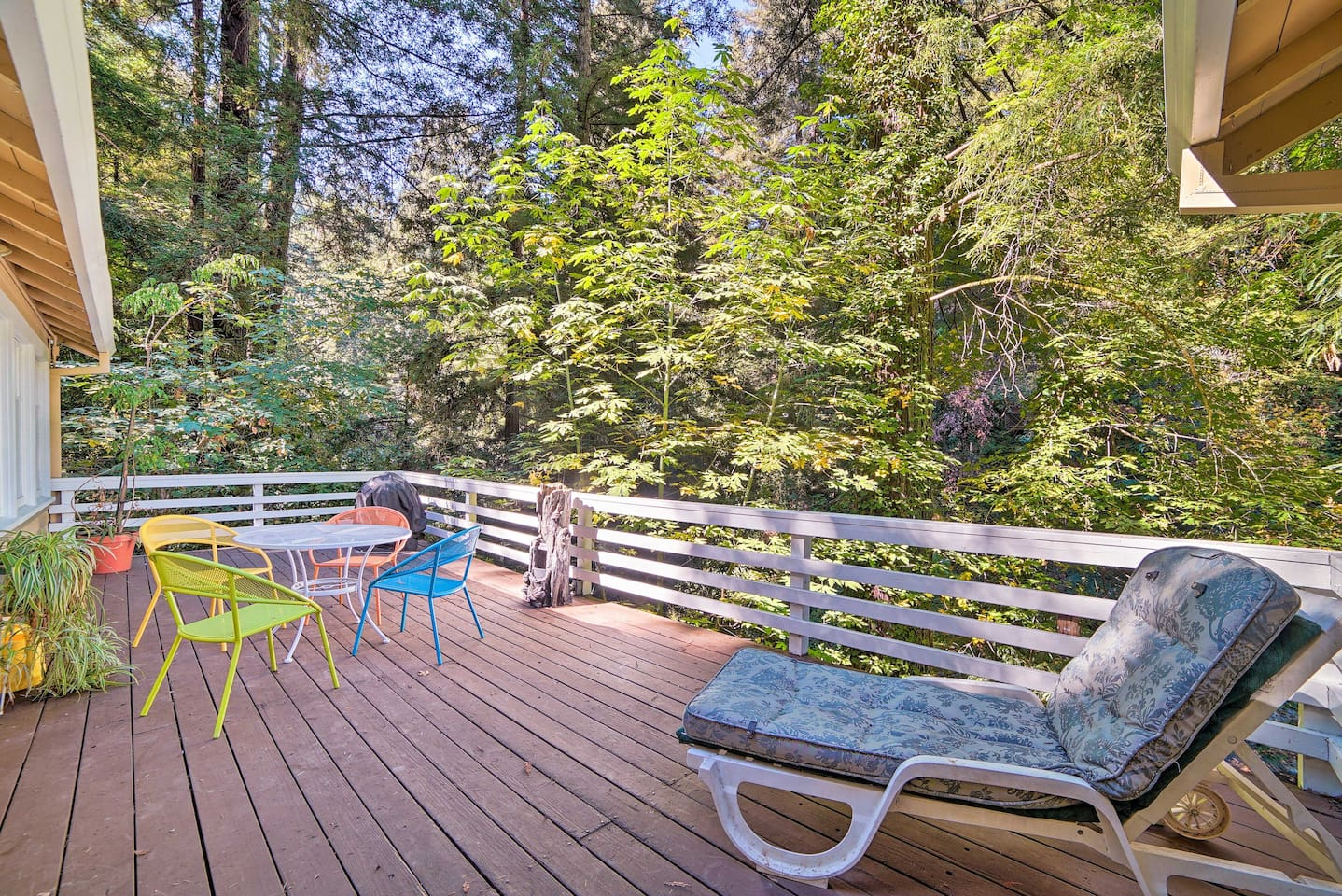 Call this vacation rental cottage in Ben Lomond your home-away-from-home.
