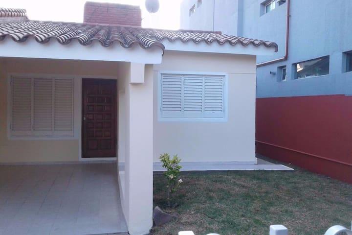 Casa en B° Residencial a 3 cuadras de la Costanera - Villa Carlos Paz