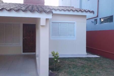 Casa en B° Residencial a 3 cuadras de la Costanera - Villa Carlos Paz - Dom