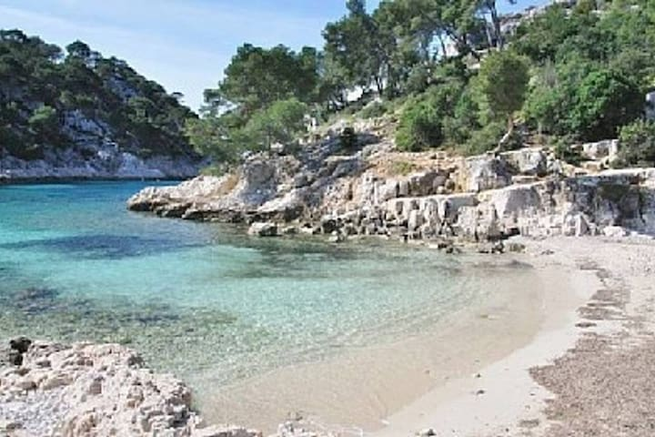 "SMALL STUDIO IN PARADISE ""CASSIS"""