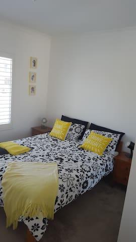 Luxury Retreat - Jindalee - Hus