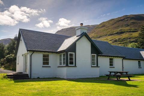 2 Riverside Cottages