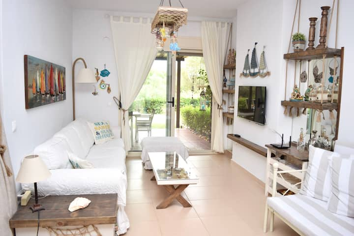 Magna Mare - Cozy Apt. with Garden by the Sea
