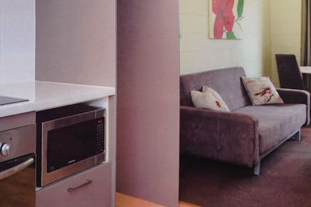 Private 2br unit between City & Bay - Plympton Park