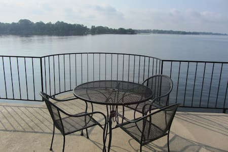 Gorgeous Lake Views- Two Bed-Long term discounts!! - Willis