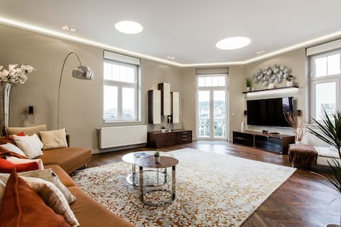 Luxurious Danubeside Apartment for 6