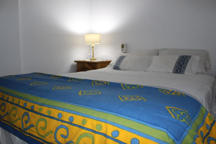 PRIVATE ROOM - KING SIZE BED - CORDOBA CITY CENTER