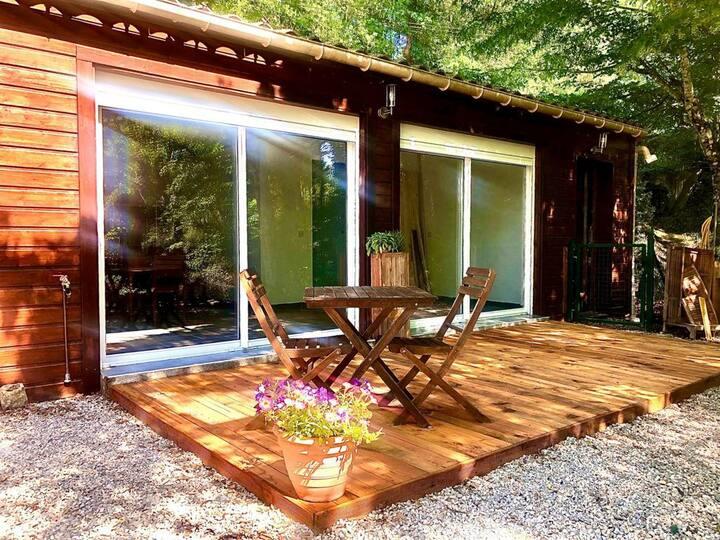 Petite Maison dans coin de verdure avec piscine