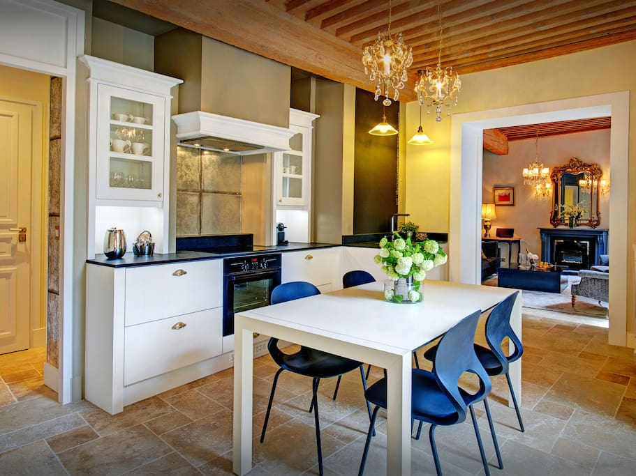 Les Tourterelles Annecy - Fully equipped kitchen for preparing snacks or full meals.