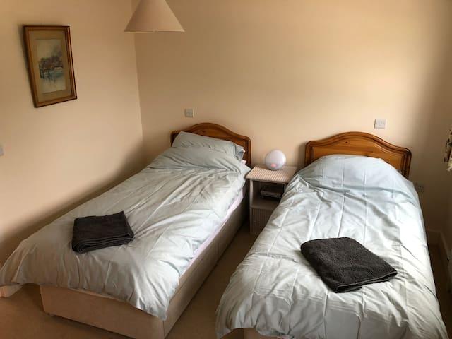 Bedroom 2: Twin room with en-suite