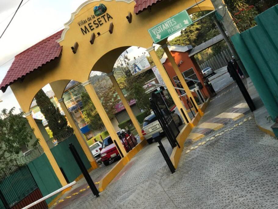 Garita de Ingreso al Condominio Villas De La Meseta !!