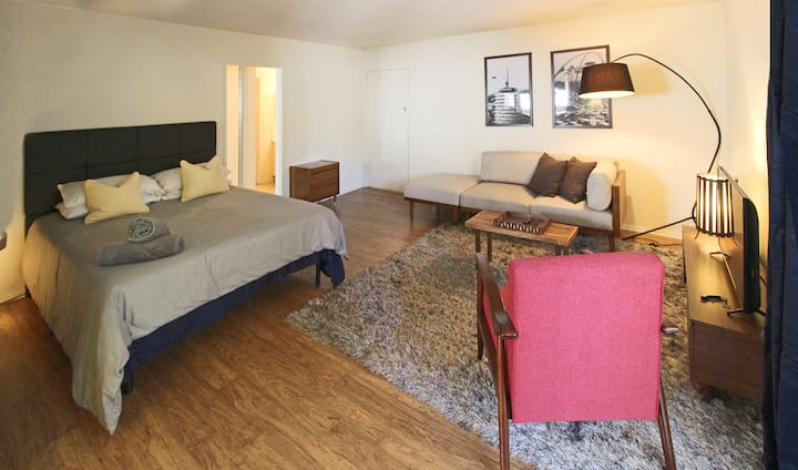 prime location at sunset plaza walk-able 2 beds2