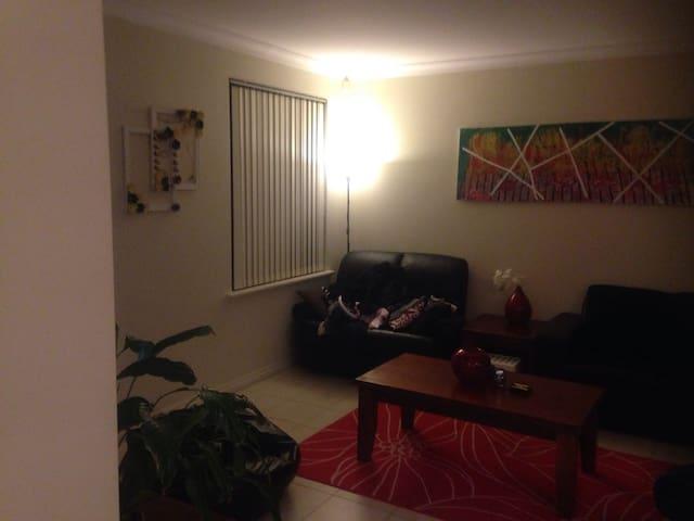 Accomodation for family , friends - Rivervale - Maison