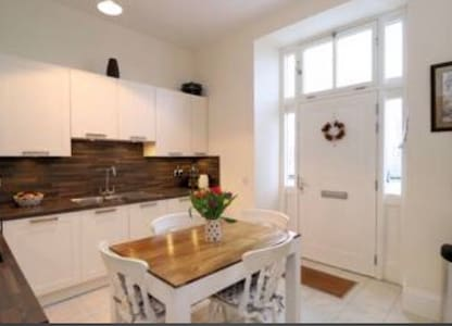 Spacious Central 2 Bedroom Townhouse