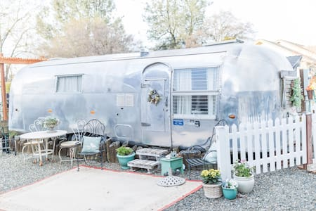 Air Bee N Bee-Vintage trailer with modern comfort
